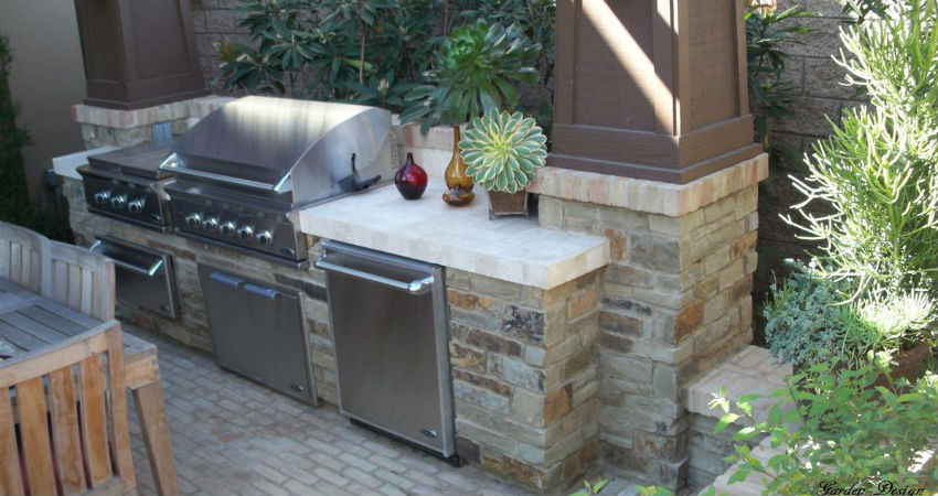 Outdoor kitchens and outdoor living